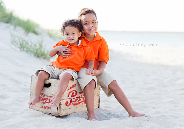 family and sibling beach photography by Courtney Keim