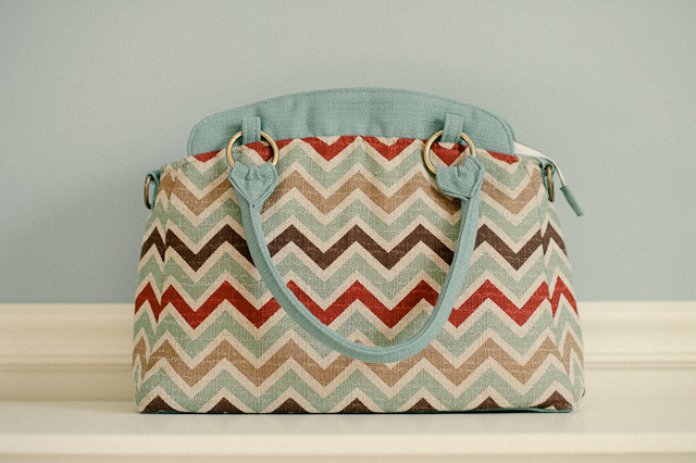 Ketti-chevron-camera-bag-exclusive-to-Clickin-Moms