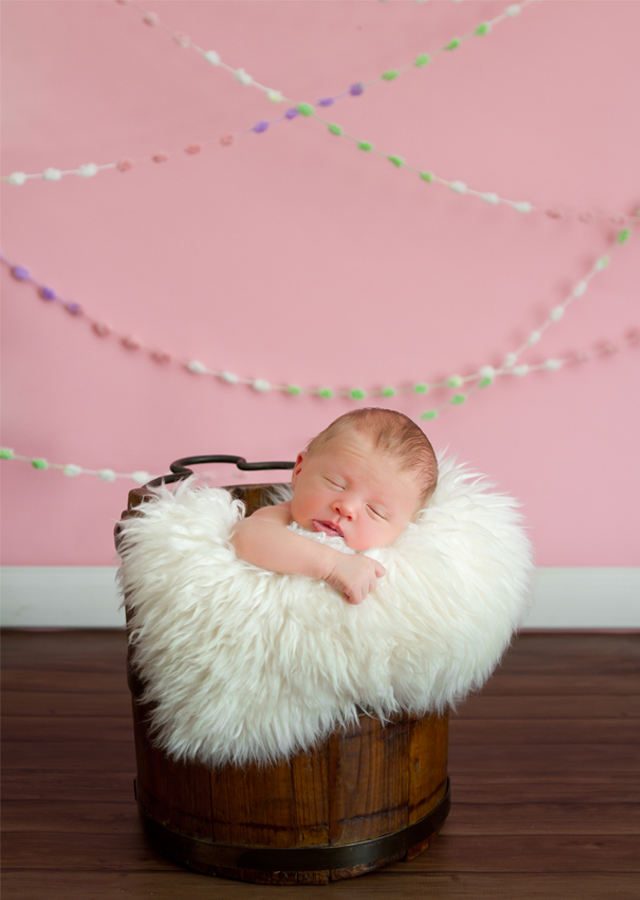 DIY baby snowball yarn photography prop by Helen John