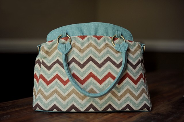 Clickin Moms exclusive chevron ketti camera bag