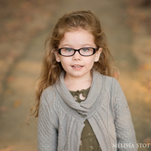 5 simple tips to get rid of glasses glare in portraits
