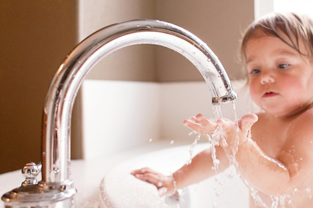fun bath time photography advice by Stacey Haslem
