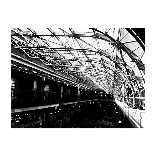 black and white converging lines architecture instagram photo by usmile7