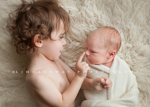 10 tips for photographing your own newborn by lisa holloway