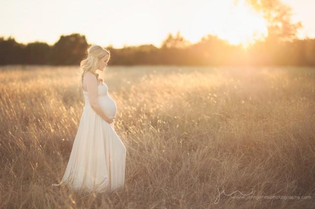 beautiful maternity photograph by Jenni Jones