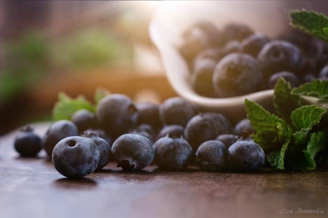 delicious blueberries by Lisa Benemelis