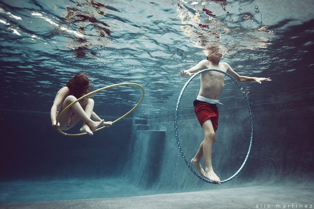 hoola hooping under water picture by Alix Martinez