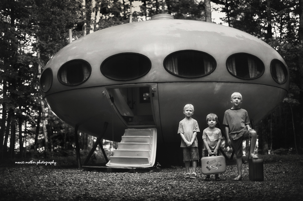 children in front of a ufo picture by Beth Mancuso of Manic Mother Photography