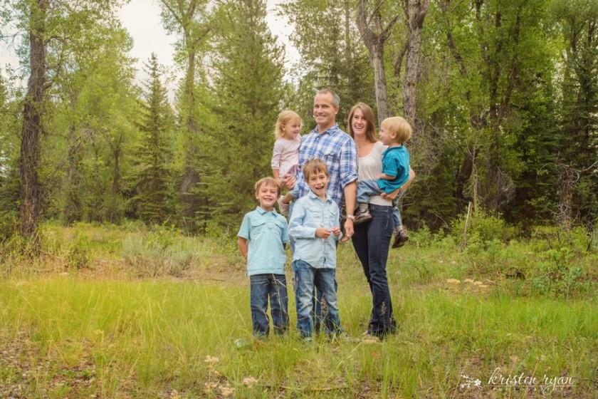 family photo in a field by Kristen Ryan 7