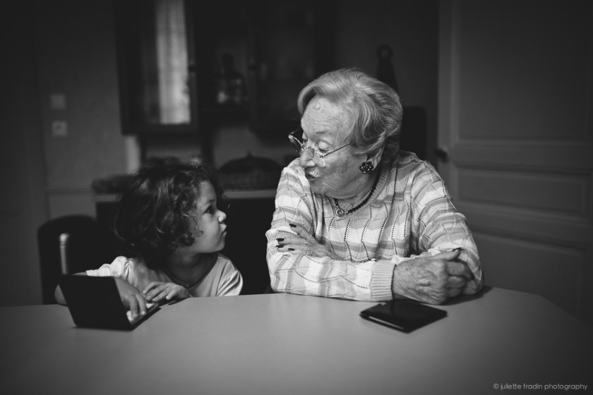 great grand-mother and grand-daughter photo by Juliette Fradin
