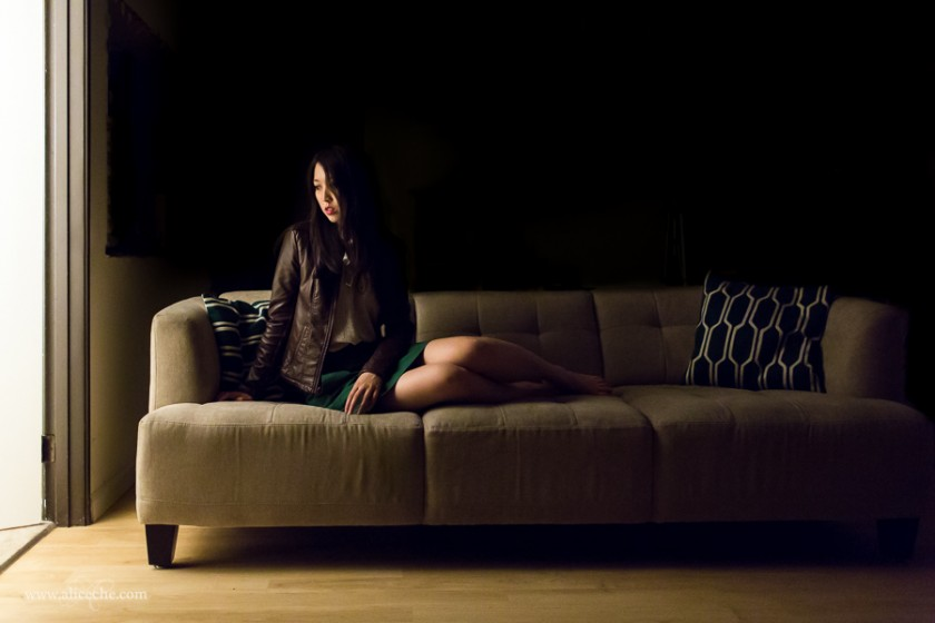 woman sitting on a couch photo by alice che