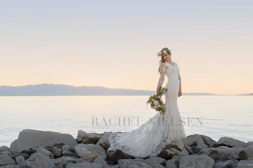 bridal picture with lake and mountains by Salt Lake City Utah photographer Rachel Nielsen