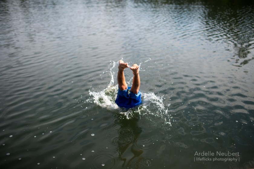 kid diving in the water by Ardelle Neubert of Lifeflicks Photography