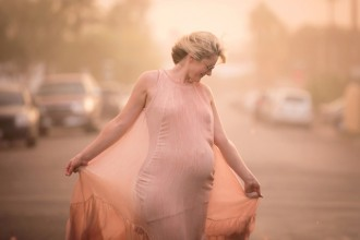 backlit maternity portrait by Elizabeth Blank 2