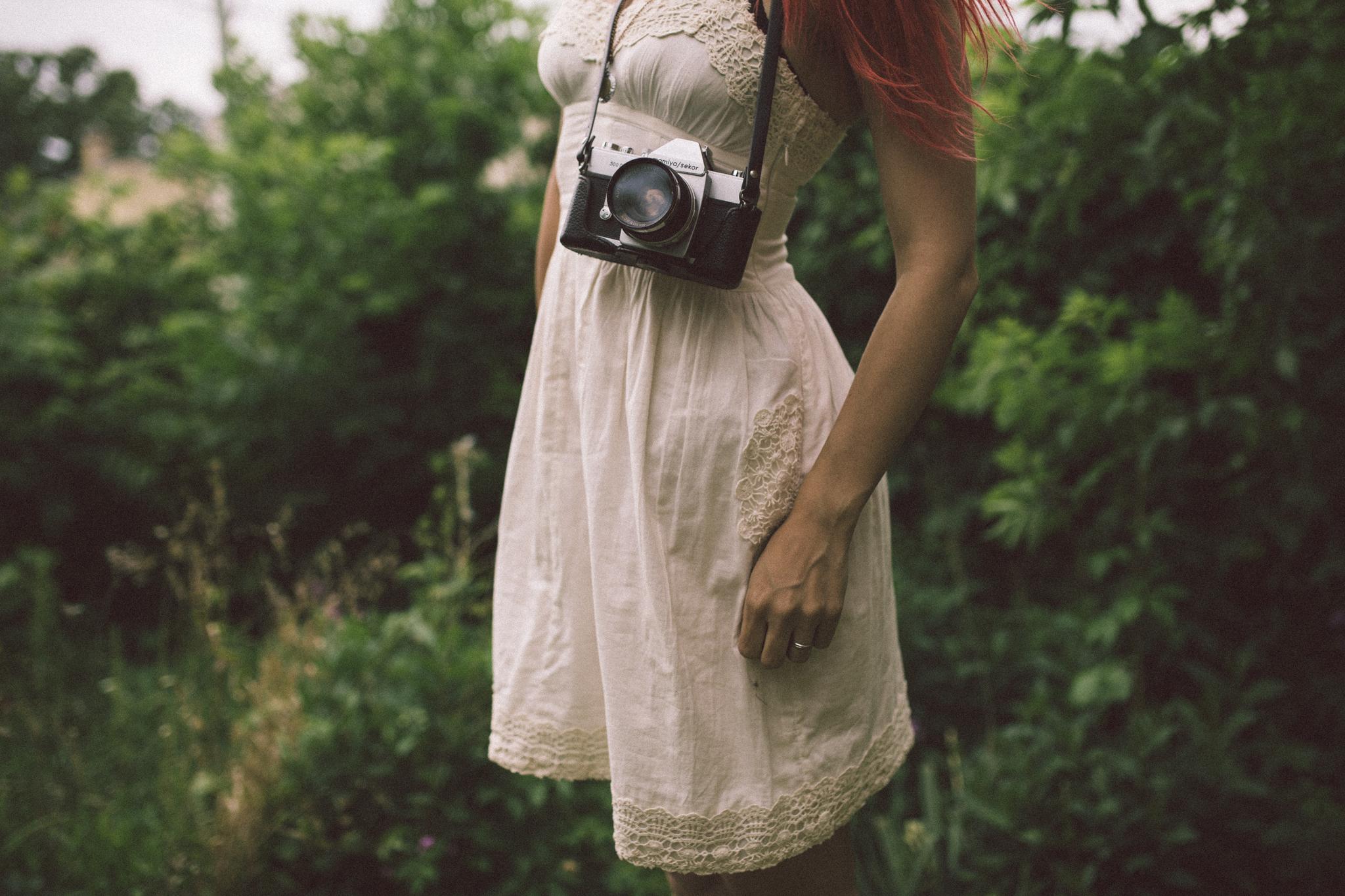 faceless self portrait by Jessica Lutz