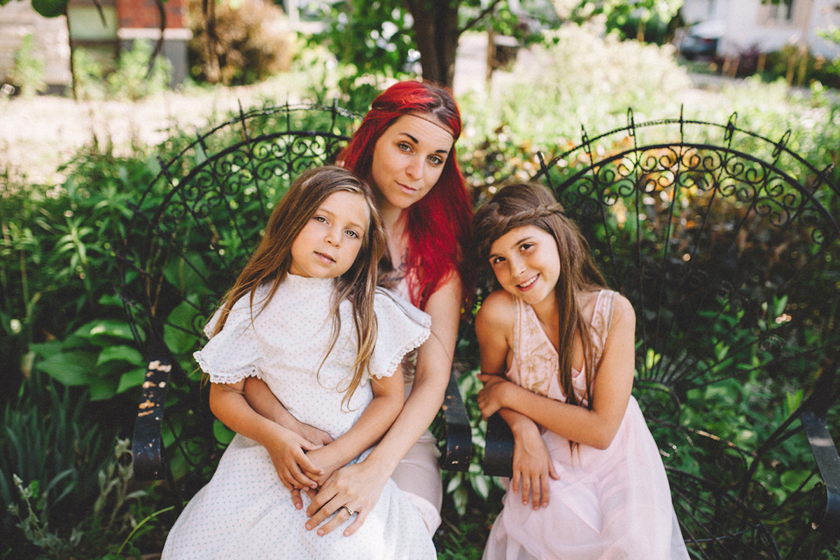 photo of mother and girls by Jessica Lutz