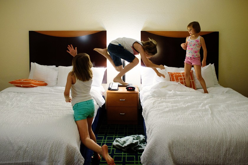 kids jumping on hotel beds by Jenny Solar