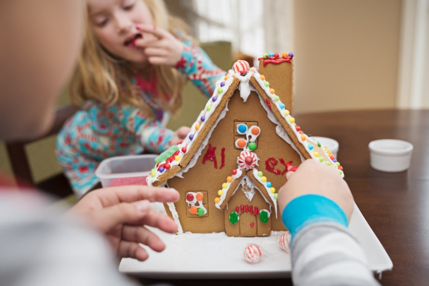 gingerbread house decorating photo by Mickie DeVries
