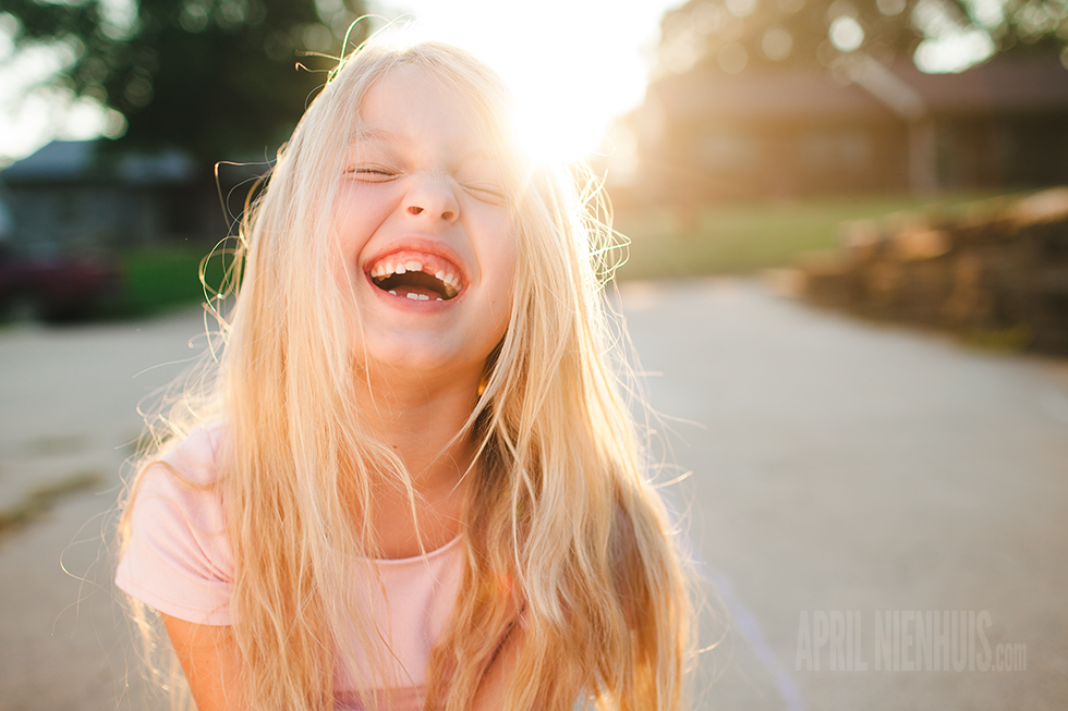 Pro-Photo-Tip-Get-Kids-Laughing-in-Beautiful-Light-by-April-Nienhuis