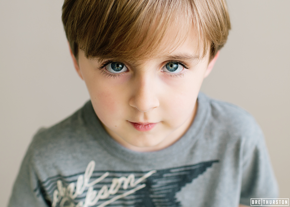 Pro-Photography-Tip-of-Little-Blue-Eyed-Boy-Looking-Towards-Light-with-Great-Catchlights-by-Bre-Thurston