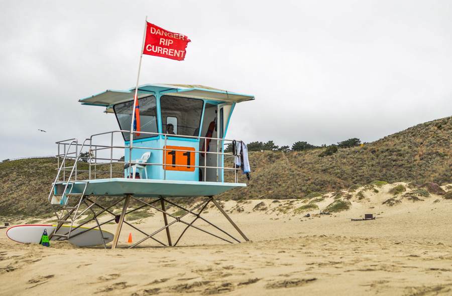 beautifully-obscure-environmental-portrait-of-lifeguard-on-beach-by-clickin-moms-member-mamasaurus29