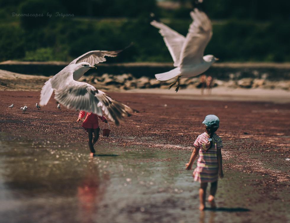 birds-overtake-striking-and-unusual-environmental-portrait-of-children-on-beach-by-photographer-tetyana-gumenyek