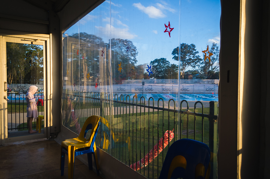 colorful-environmental-portrait-of-evening-pool-scene-with-unexpected-presence-of-child-by-katy-bindels