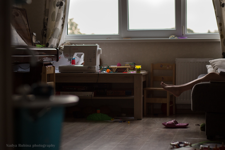 environmental-photo-of-sewing-room-with-beautiful-natural-light-and-unexpected-inclusion-of-portrait-subject-by-photographer-nadya-rubina
