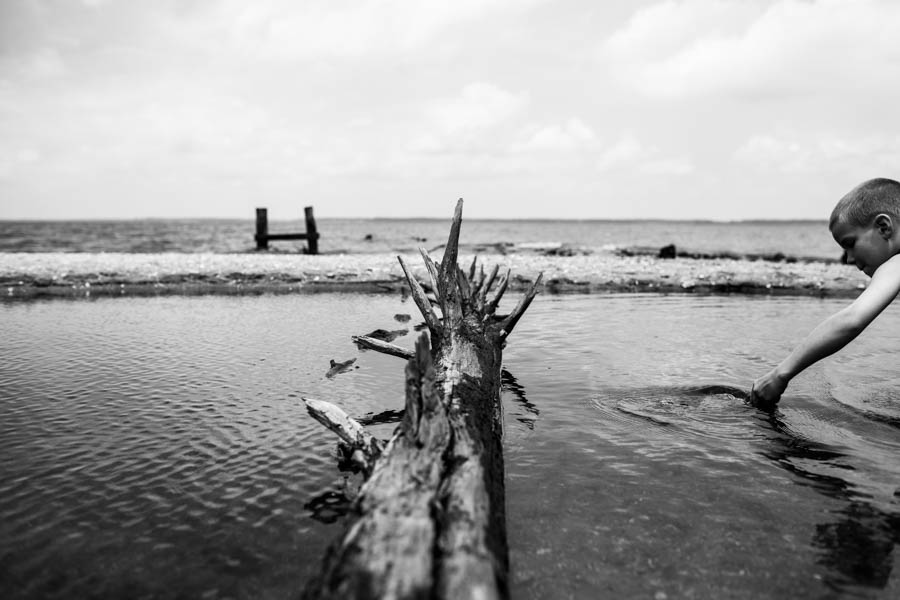 fine-art-black-and-white-creative-environmental-portrait-on-the-beach-by-ashley-maple-photography