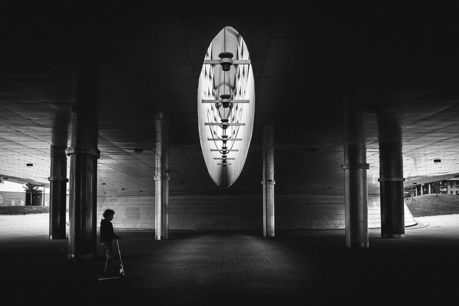 fine-art-monochrome-environmental-portrait-in-silhouette-amidst-beautiful-architecture-by-photographer-merja-varkemaa-schneider