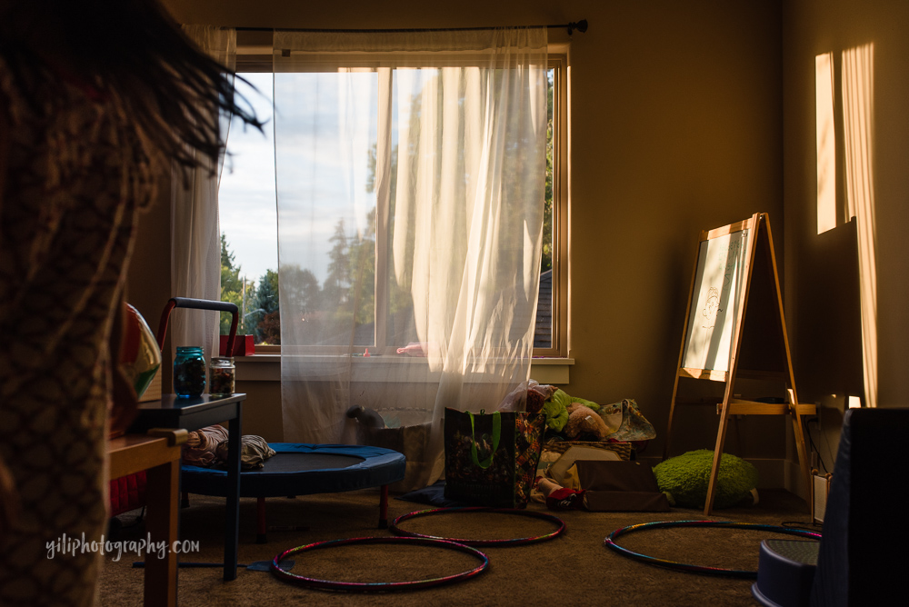 unexpected-creative-environmental-portrait-of-playroom-with-child-hidden-in-plain-sight-by-photographer-carrie-yuan