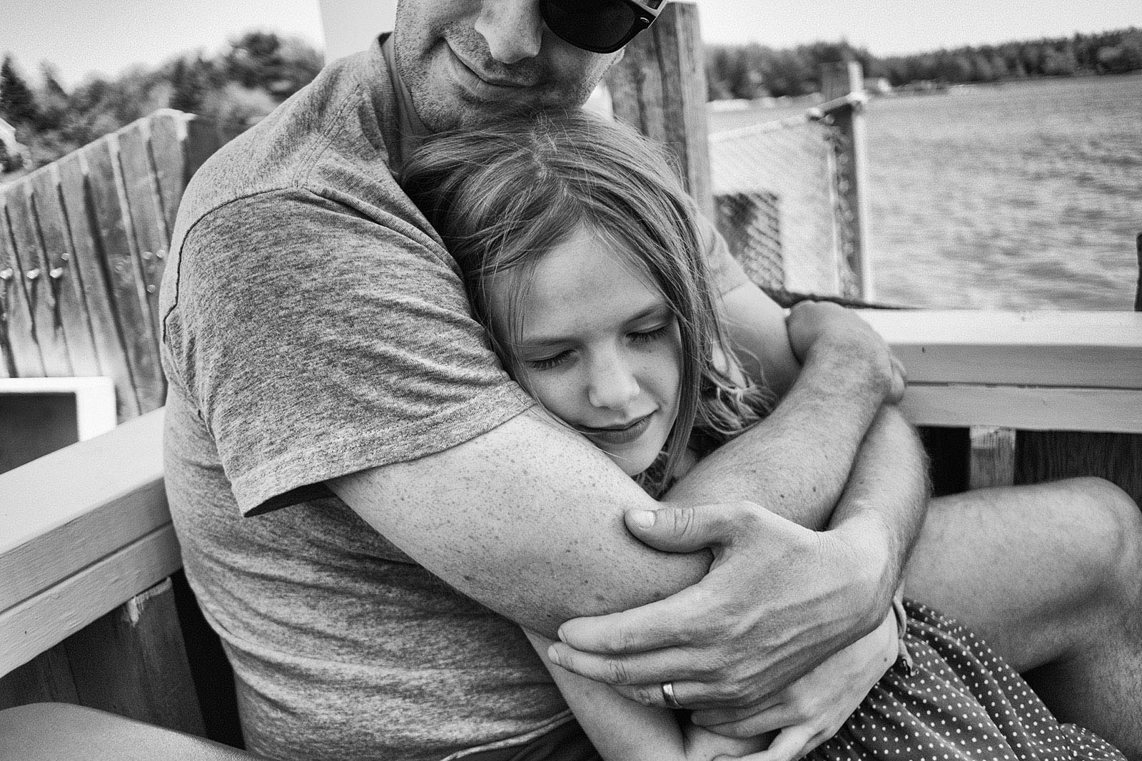 Black and white picture of dad hugging daughter by olivia gatti