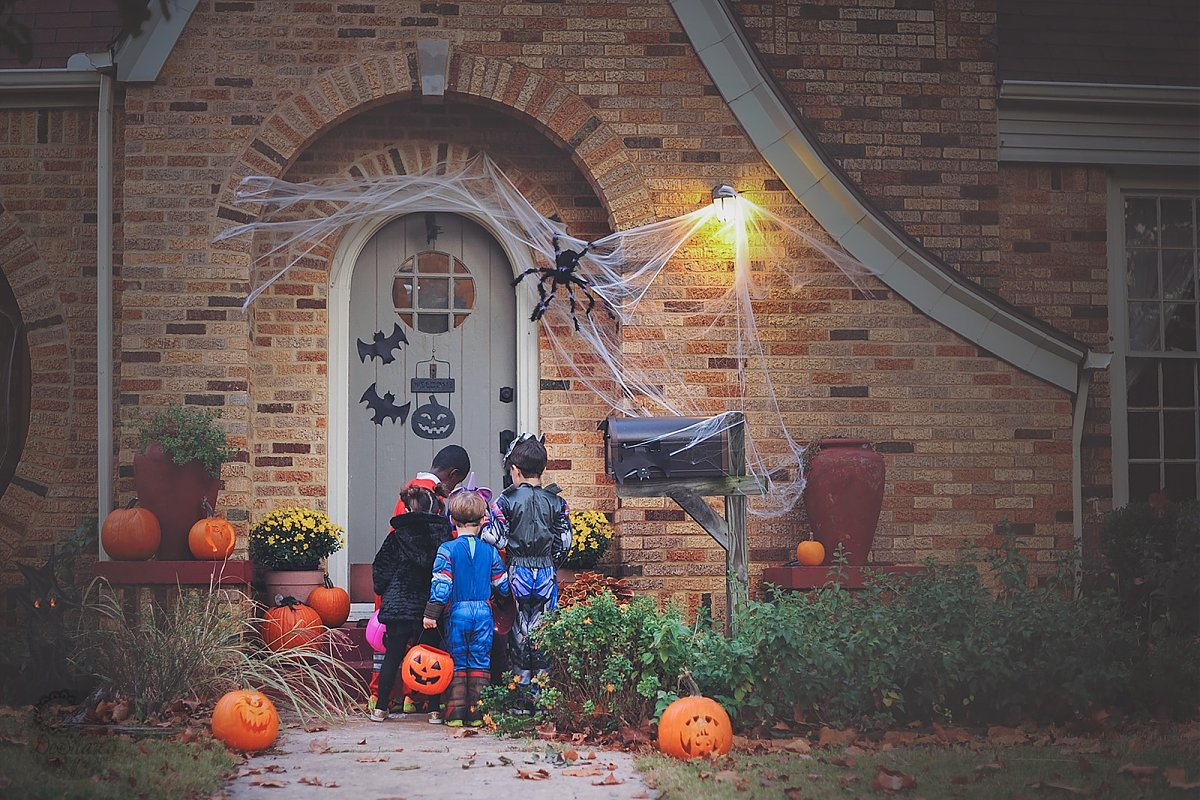photo of kids trick or treating by Megan DeShazo