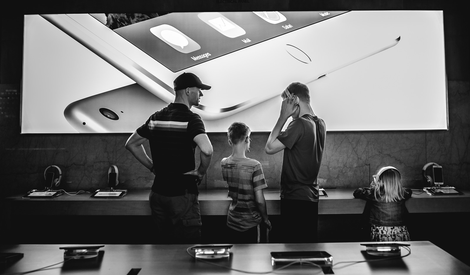 pic of family at the Apple store by Amy Nowak