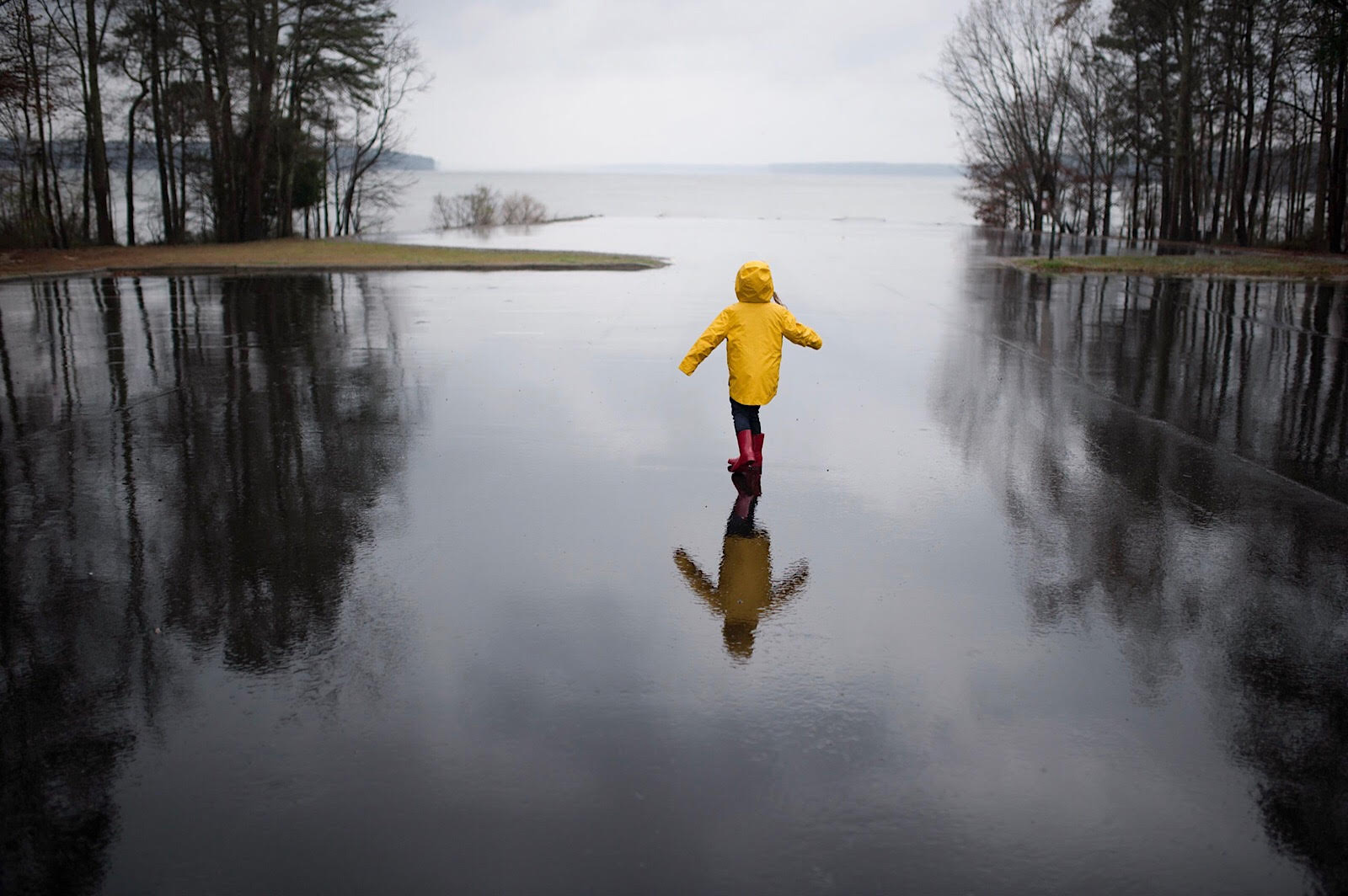 Rainy and foggy days can be very gloomy to some. However, if you look for an interesting composition and use a pop of color, you can achieve a beautiful and interesting photo.