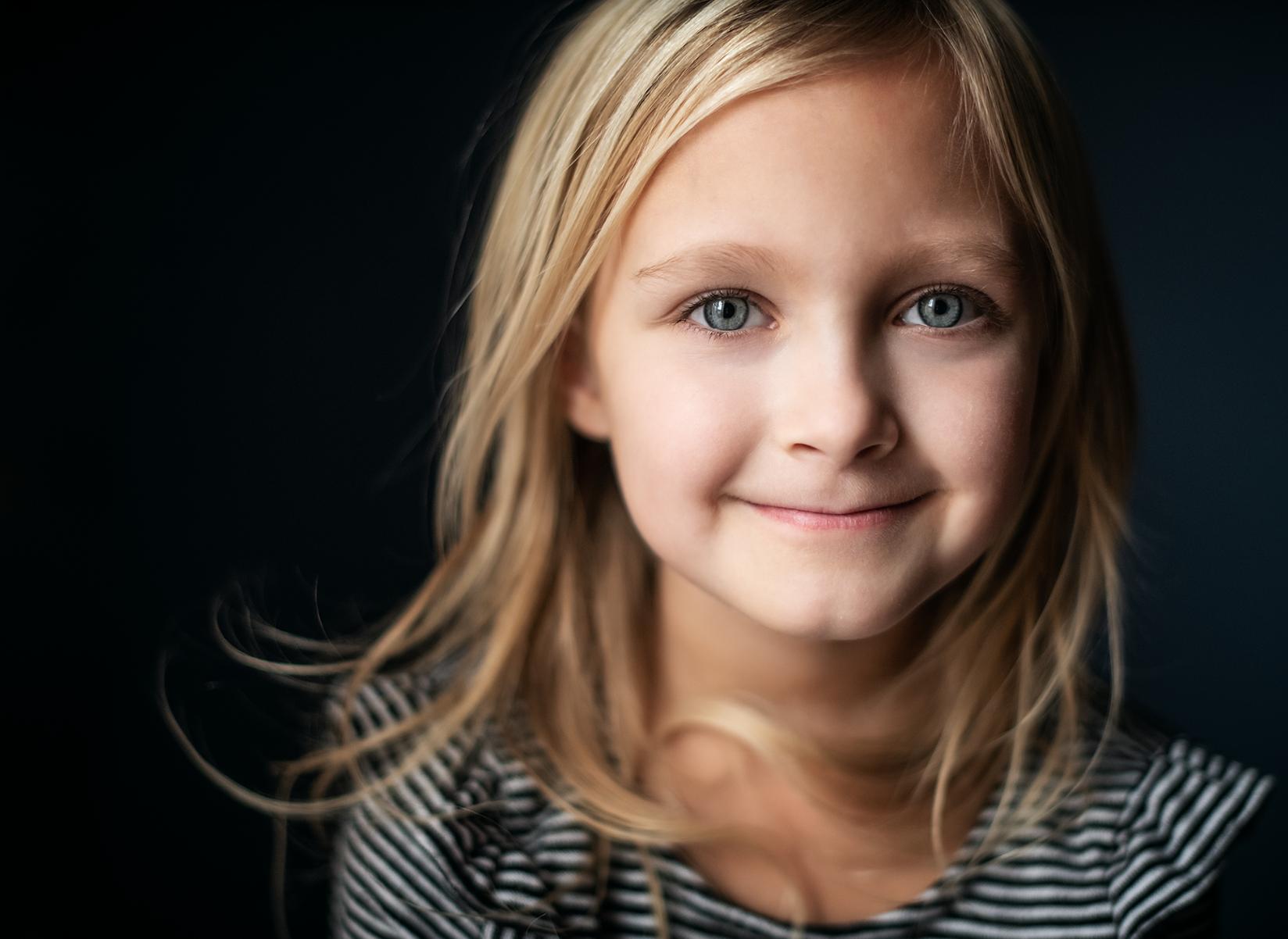 portrait-blonde-girl-kate-luber-50mm-lens