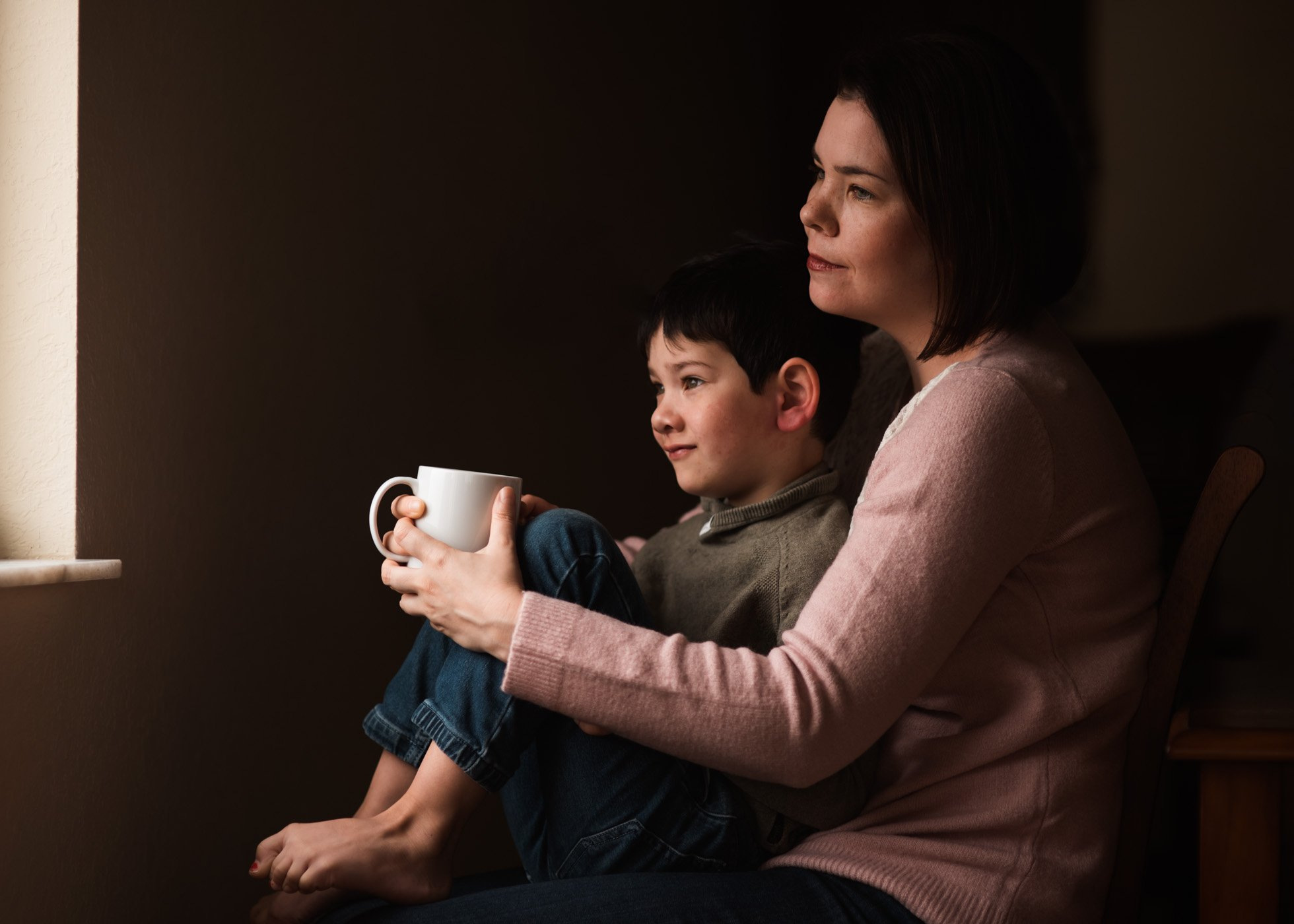 woman-sitting-with-son-holding-mug-sarah-gupta-50mm-lens