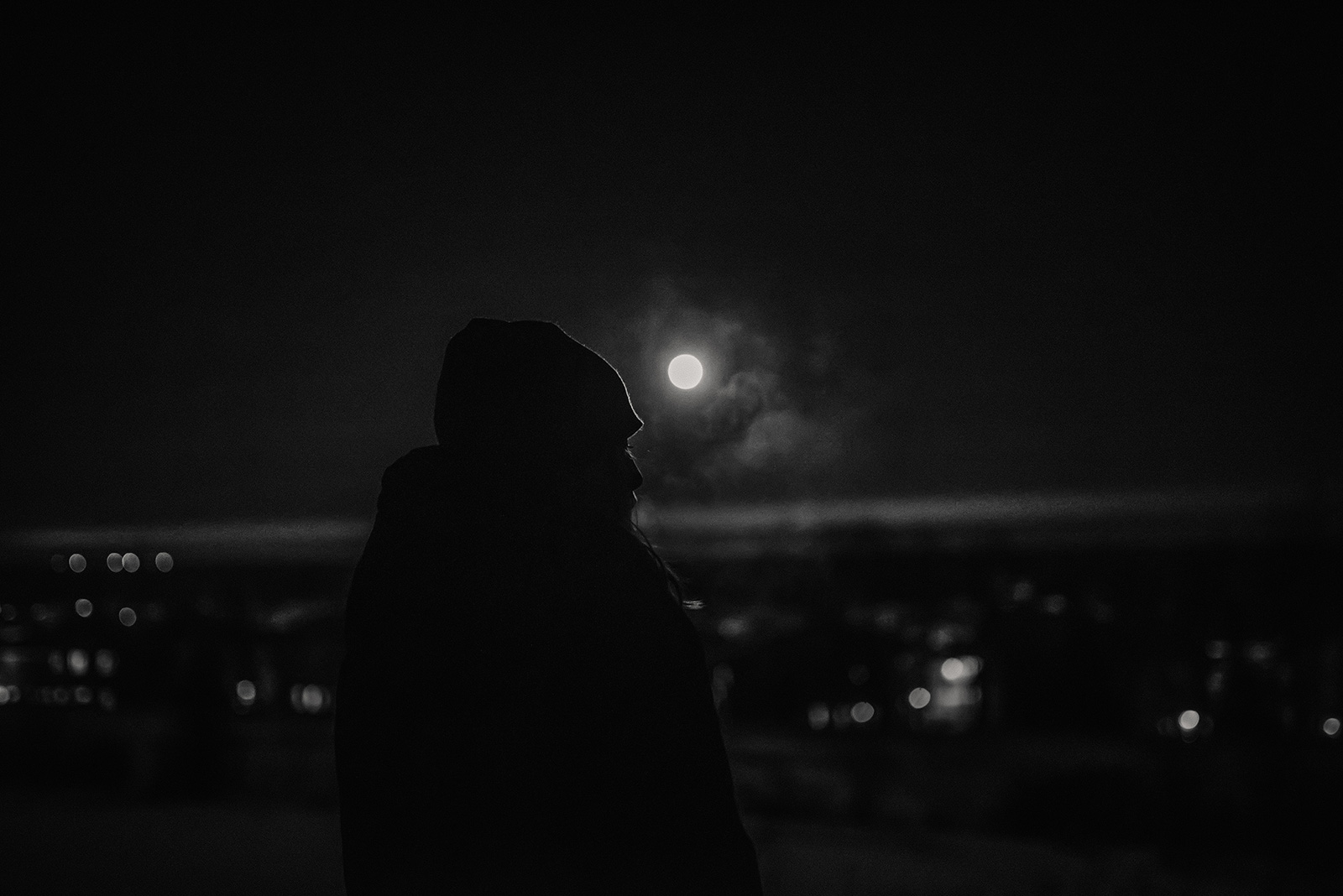girl-profile-moon-black-and-white-silhouetteMelissa-Richard14