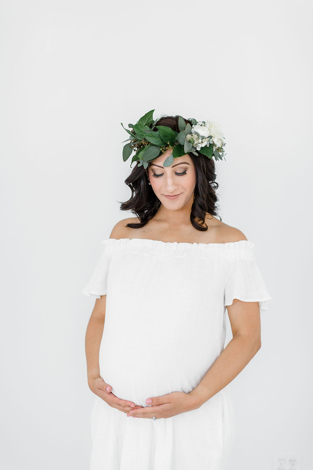 pregnant woman in flower crown Kelly Laramore Photography 2017