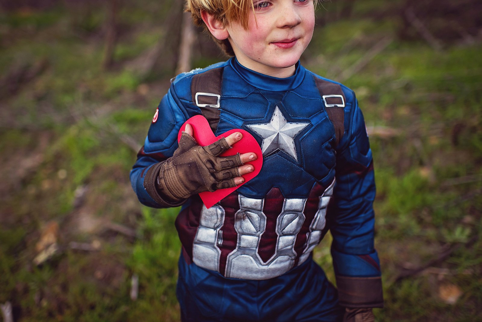 Carla Blumenkrantz-boy-dressed-as-superhero-holding-heart_carla_blumenkrantz