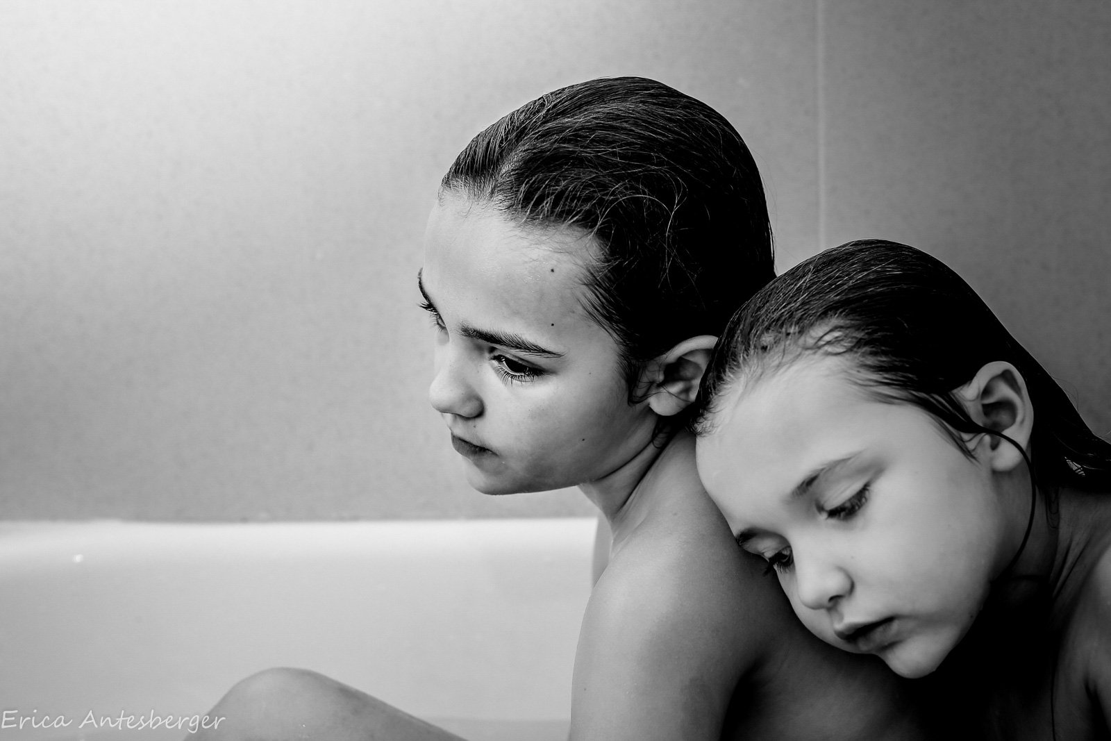 Erica Antesberger_ericaantesberger clickin moms march forum photo contest girls in bathtub black and white