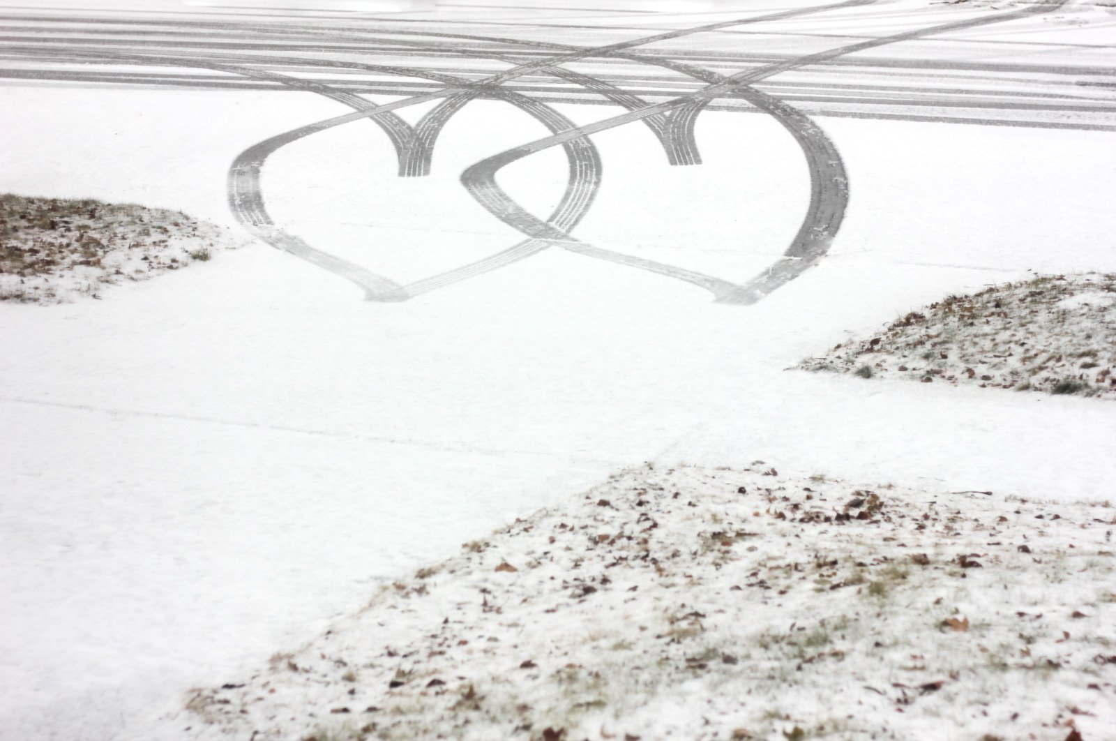 Laura Kuisle-heart-shapes-in-snow-on-driveway_studiokuisle