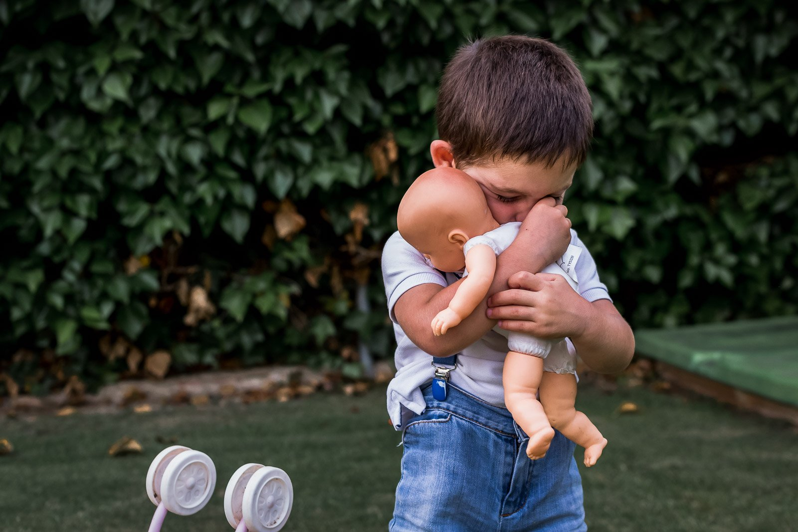 Lucia_lucialifestylephotography clickin moms march forum photo contest boy hugging doll