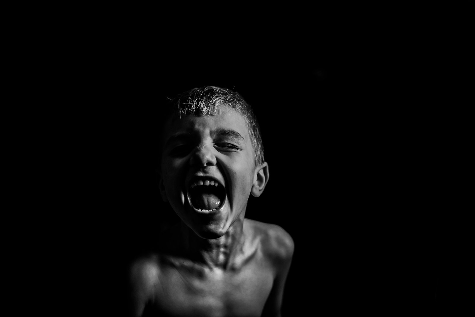 Melissa Sey_melissasey clickin moms march forum photo contest boy joyfully screaming black and white