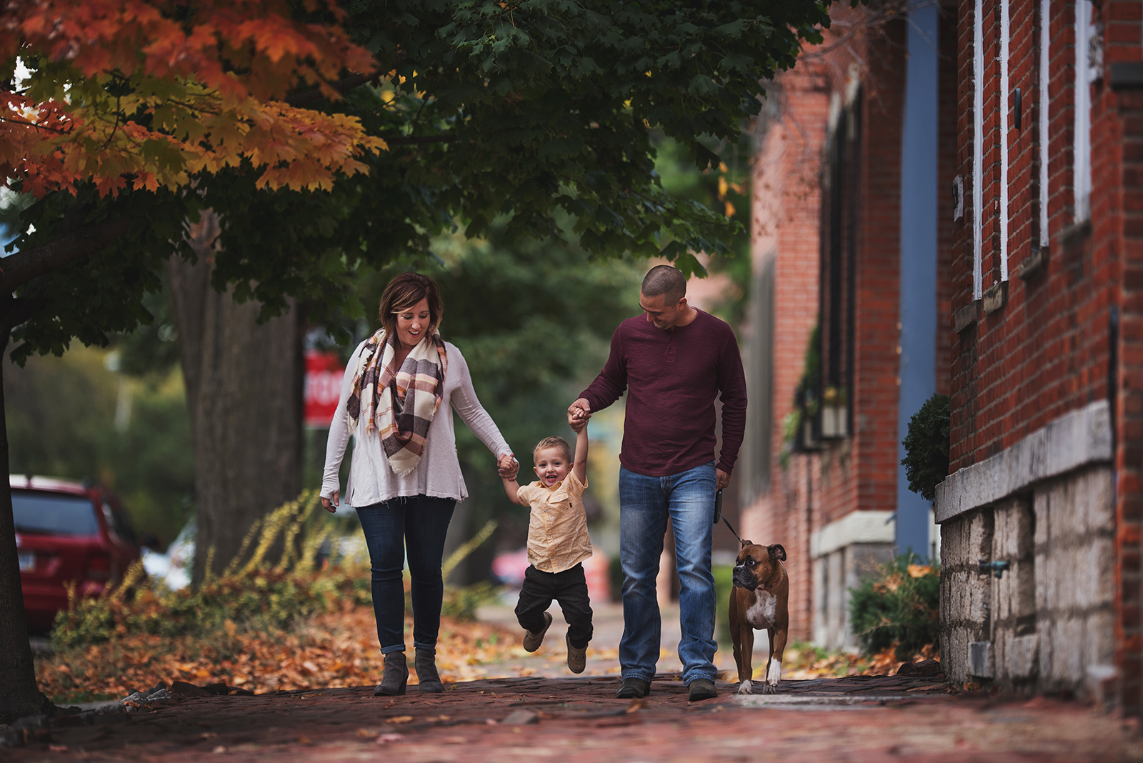 family-swinging-small-boy-on-sidewalk-family-posing-kellie-bieser-14-Milhoan