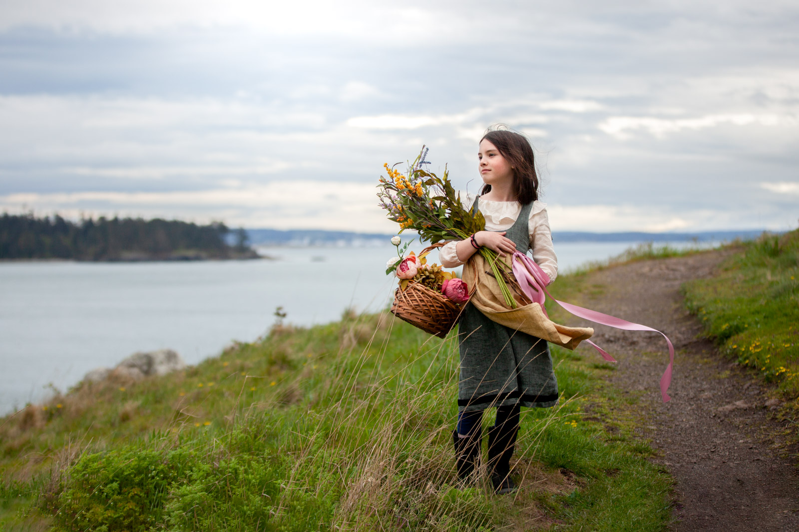 girl-holding-flowers-and-basket-in-grey-dress-jilly-atlanta-cliffs-and-flowers-the-salted-image
