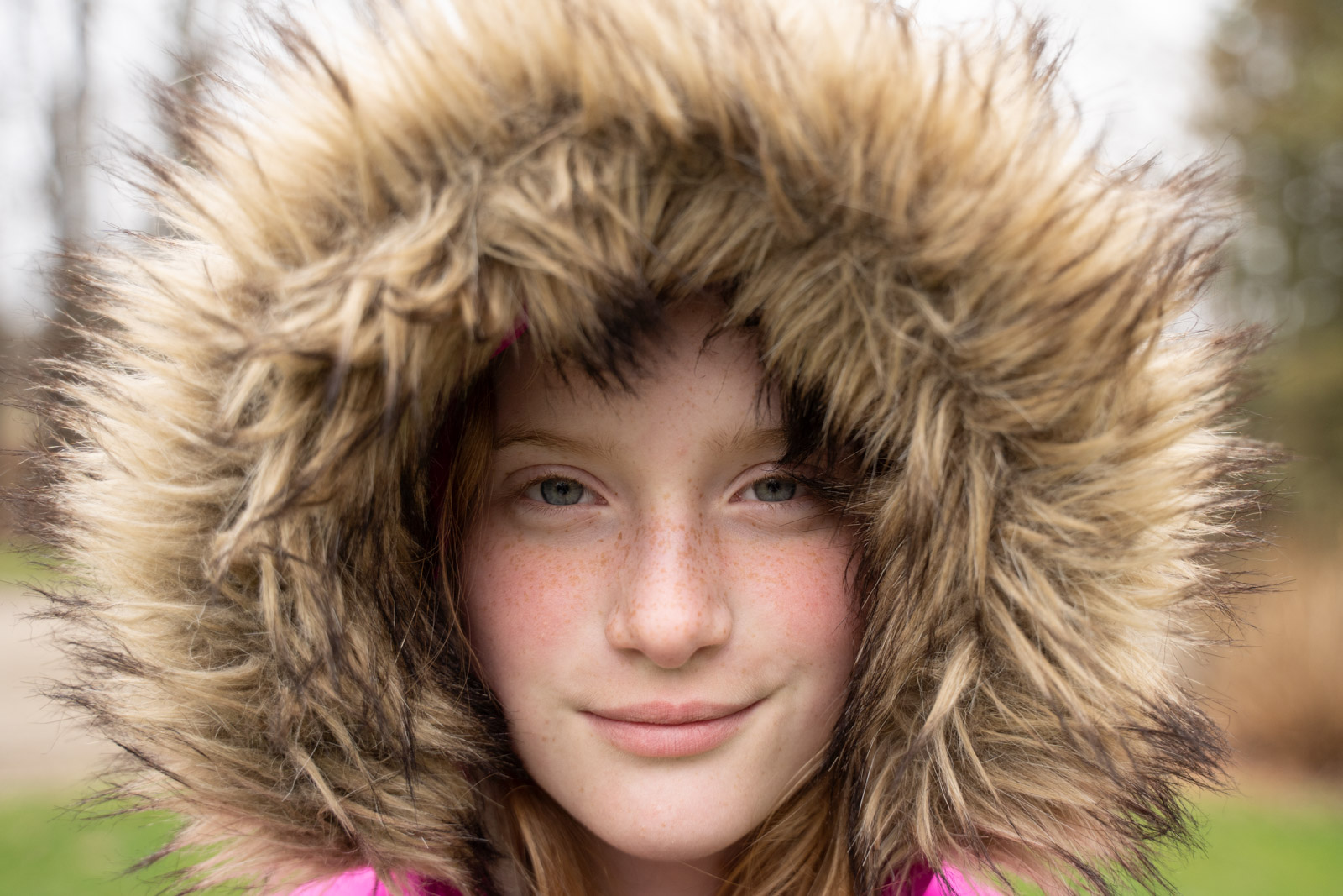 MickieDeVries005 phtoo of girl in fur hood with no reflector