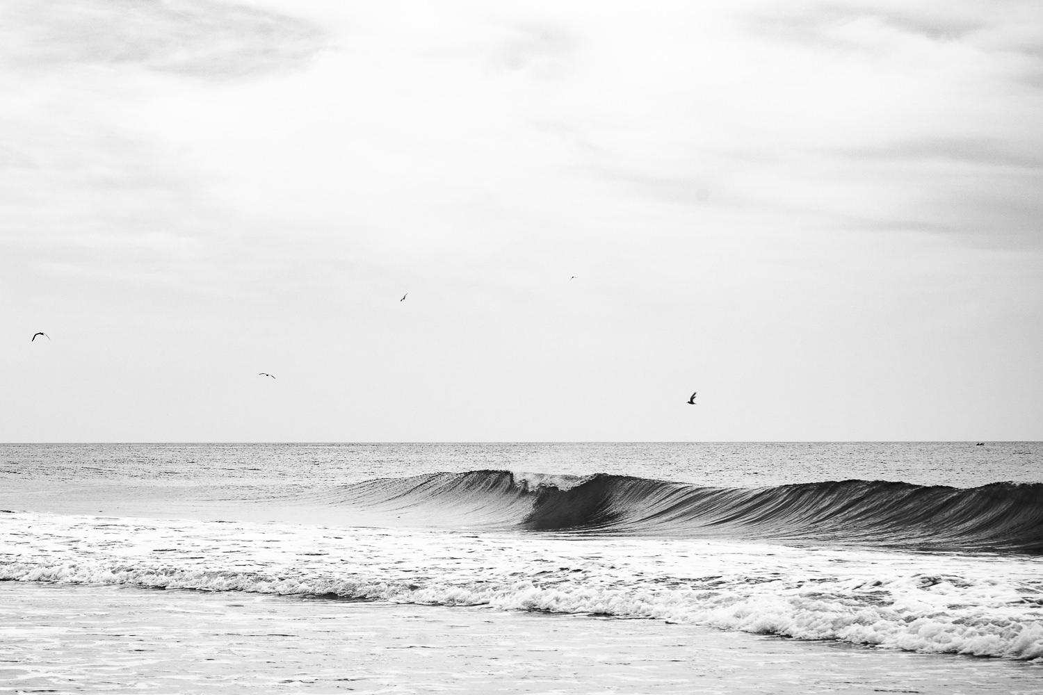 Black and White Wave in Buxton© Jennifer Carr Photography Virginia Beach