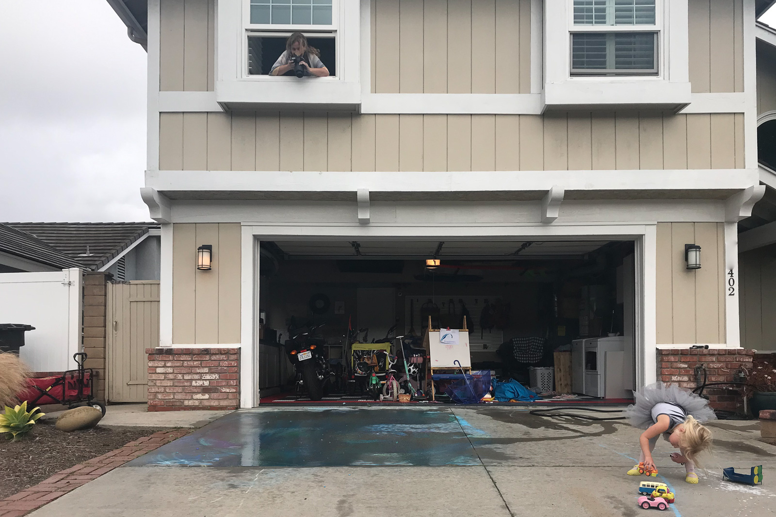 behind the scenes of mom photographing child playing on driveway karlee hooper