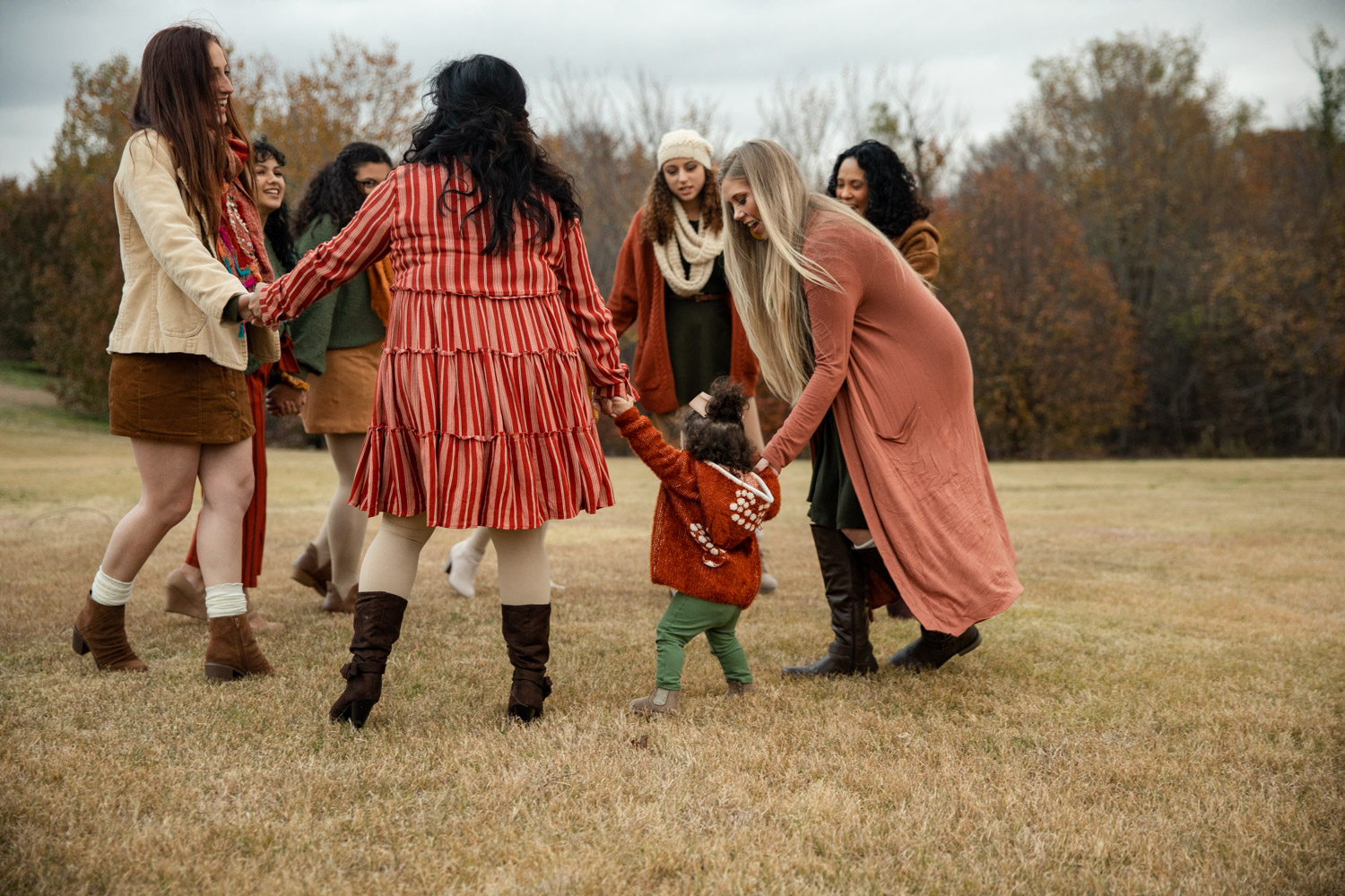 Large Group Photo Session family playing ring around the rosy by Shelly Niehaus Photography Prosper, TX.-10